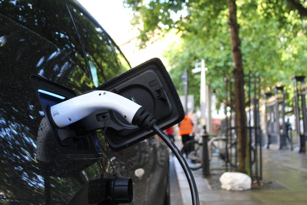 E-Auto wird geladen