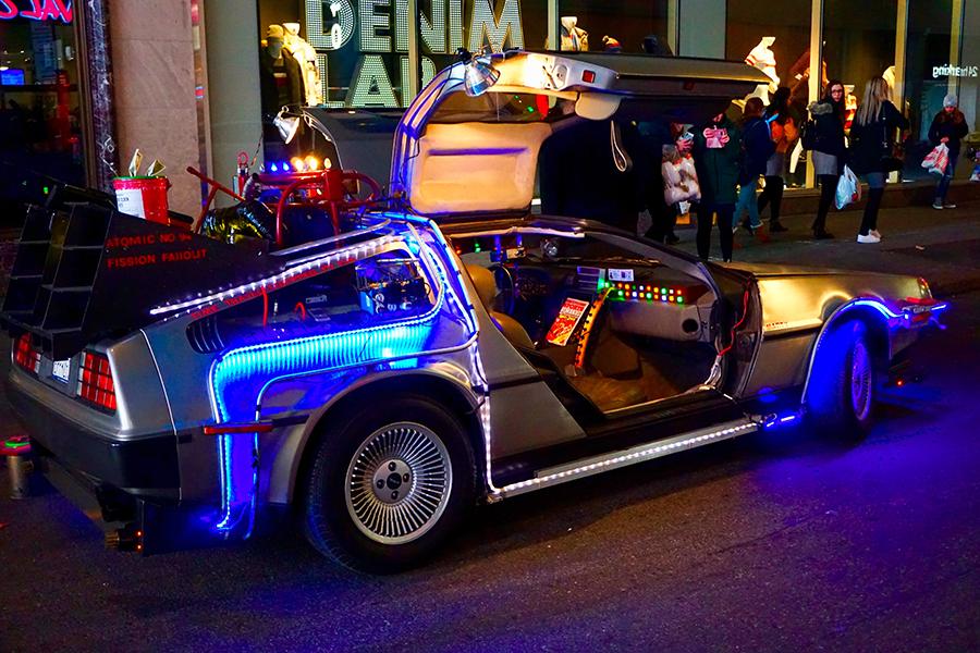 """Das Auto aus dem Film """"Zurück in die Zukunft"""". DeLorean-DMC-12"""